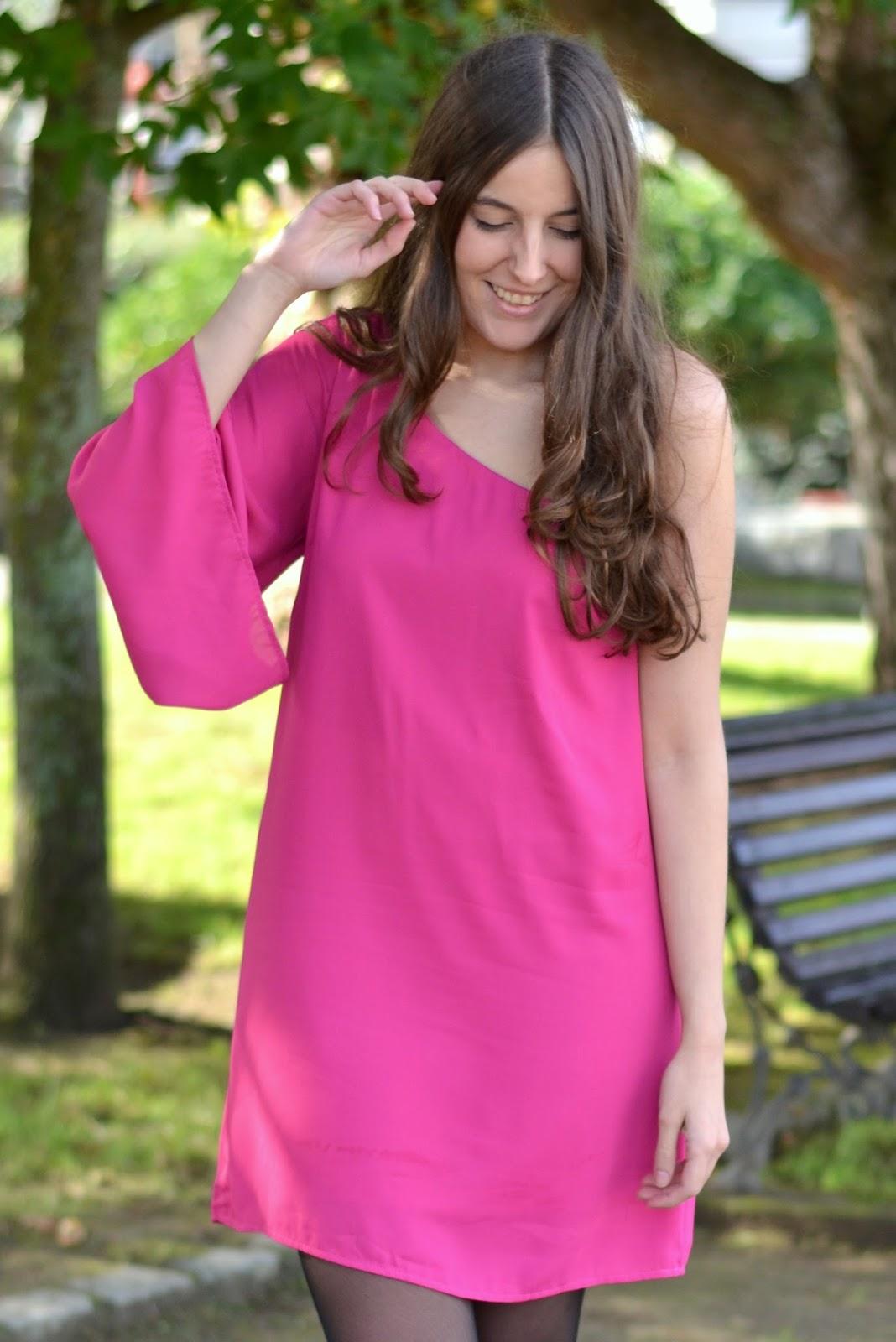 vestido asimétrico rosa fucsia