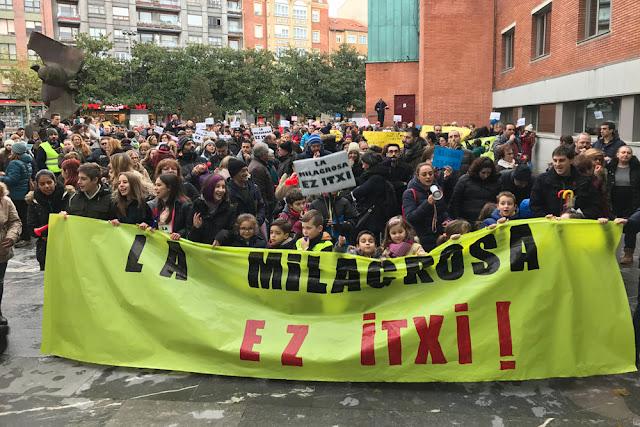 Manifestación contra el cierre del colegio La Milagrosa