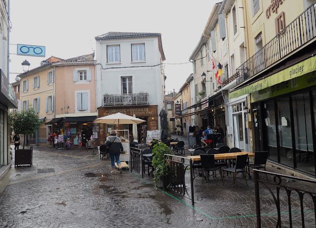 Улицы в Иль-сюр-ла-Сорг (Streets in Ile-sur-la-Sorgue)