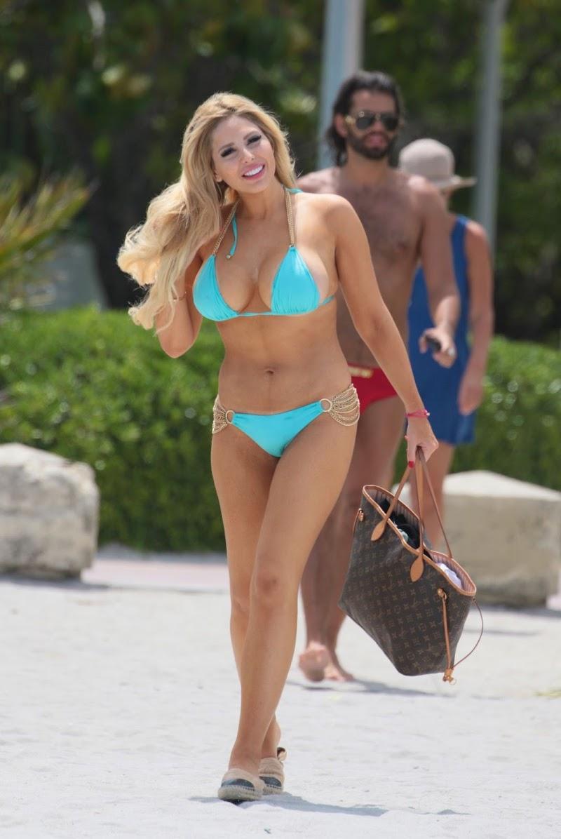 Francesca Larrain Clicked in Bikini at the Beach in Miami Beach23 Jul -2017