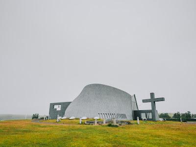 La iglesia Blonduos en Islandia no es de las iglesias más bonitas pero si más curiosas
