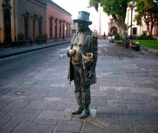 Juan del Jarro dedicó su vida a pedir   dinero y comida para entregarlo   a los pobres y ancianos necesitados.