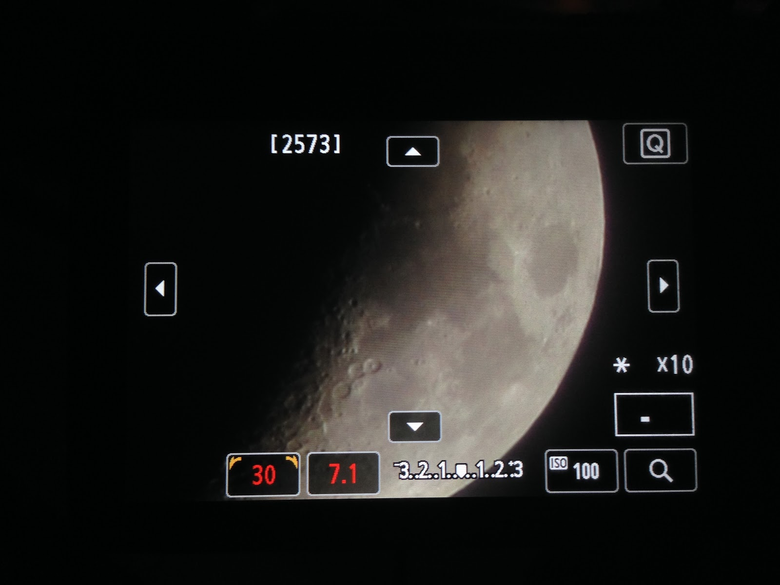 quarter moon live view