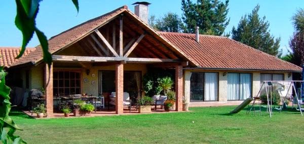 Fachadas de casas de campo for Modelos de casas de campo con piscina