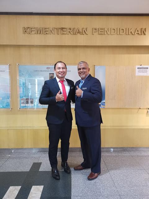 Bersama Pengarah Bahagian Sumber dan Teknologi Pendidikan, Encik Shafrudin Ali Husin