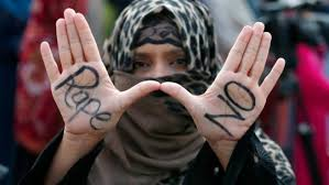 La violación de una mujer enfrente de sus hijos ha causado indignación en Pakistán