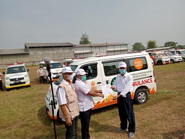 Muhammadiyah Jawa Timur Berikan Bantuan Ambulans Kepada Lazismu Kalimantan Selatan