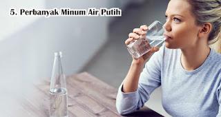 Perbanyak Minum Air Putih Agar Tubuh Tetap Sehat saat WFH