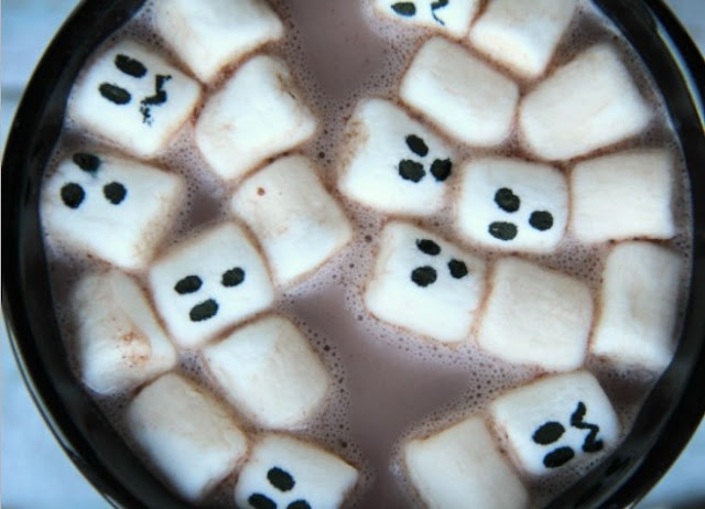 Marshmallow Ghost Halloween Hot Chocolate #drinks #hotchocolate