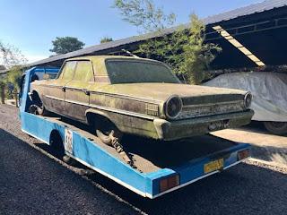 Ford Galaxie 500 Ditemukan Di Ladang