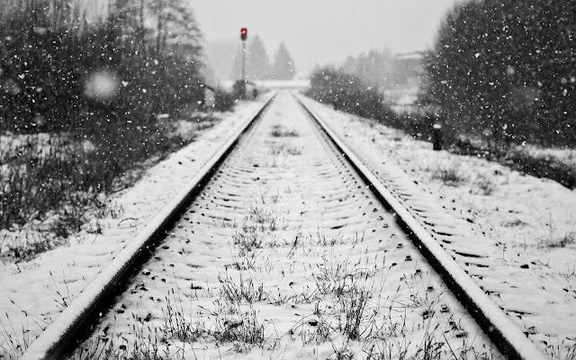 Sneeuw op het treinspoor
