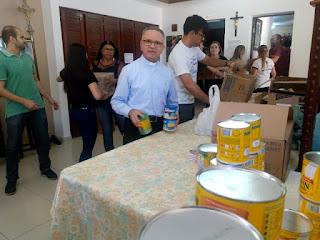 Em Cuité, campanha arrecada 18 mil latas de leite para associação que combate câncer infantil