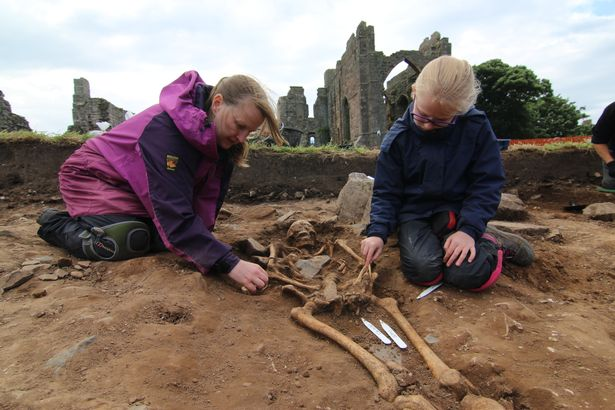 Complete skeletons in 'Anglo-Saxon cemetery' part of significant Holy Island discovery