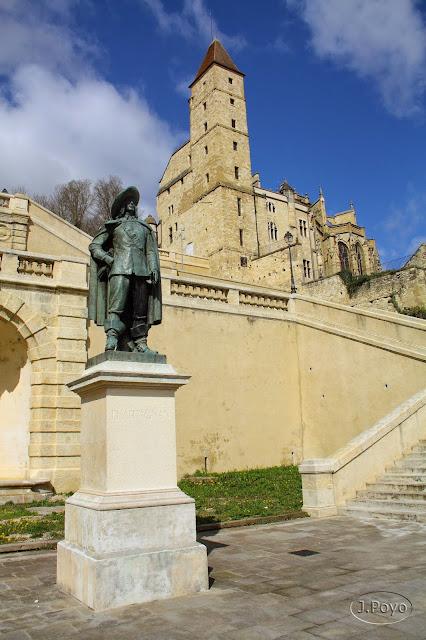 D'Artagnan y Escalera Monumental de Auch