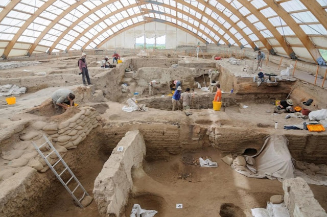 Çatalhöyük: A community with modern urban problems 9,000 years ago