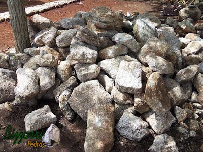 Pedra para calçamento tipo pedra moledo.