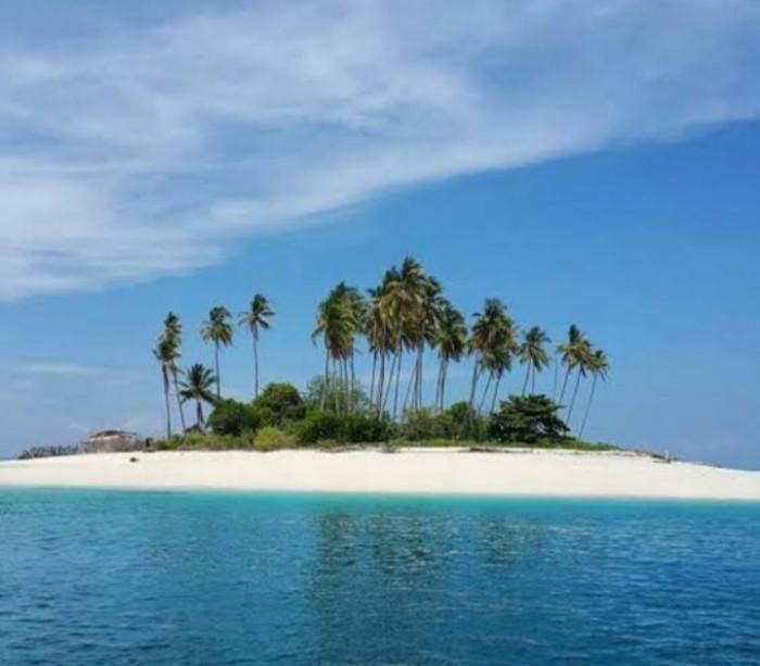 pastinya Indonesia mempunyai aneka macam pulau yang mengatakan keindahan alam yang meman Selain Raja Ampat, 5 Pulau di Indonesia Ini Juga Memiliki Alam Yang Indah
