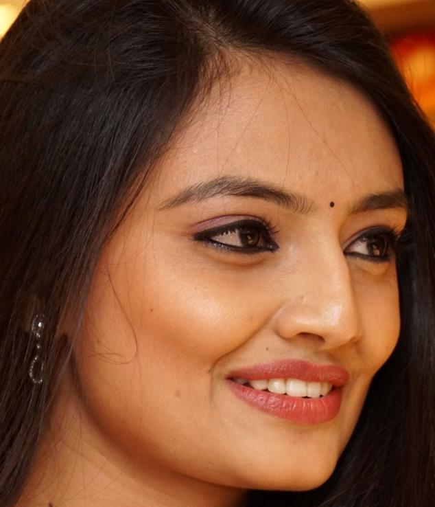 Beautiful Telugu Girl Nikitha Narayan Face Close Up Photos