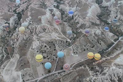 Pesona Cappadocia Dari Atas Dengan Balon Udara Di Turki