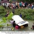 Nyalakan Mesin Mobil Injak Gas, Mobil Langsung Nyemplung Sungai