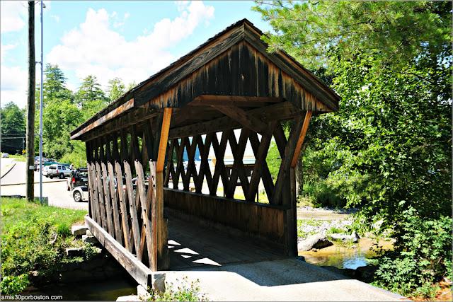 Puente Cubierto Peatonal Chance Pond Brook Pedestrian Bridge en Franklin, New Hampshire