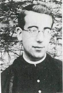 El padre Roberto Montserrat.