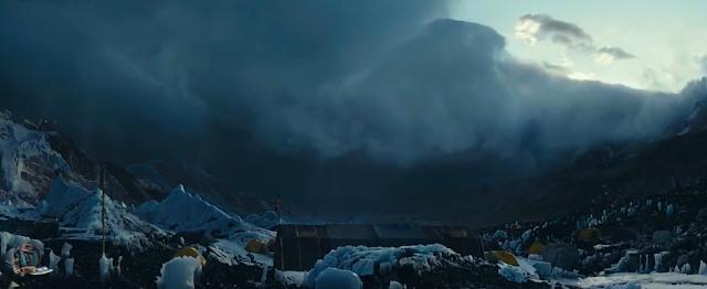 cuaca buruk di gunung everest