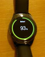 Batteriet måste laddas relativt ofta, typ som en mobil om jag förstod ägaren rätt.