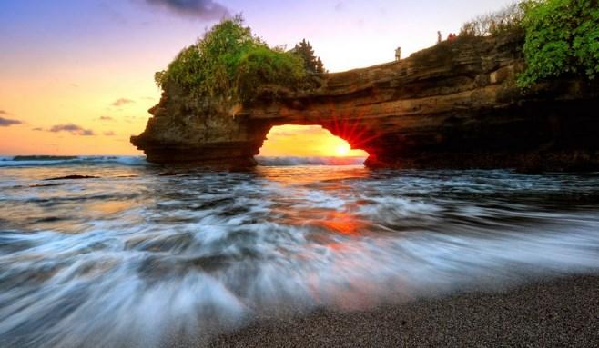 Pura Pantai Batu Bolong Lombok Barat