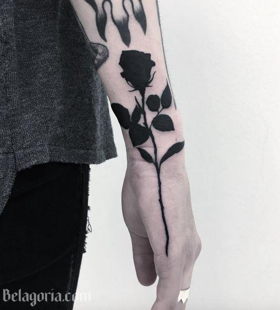 27 Tatuajes De Rosas Negras Y Su Fascinante Simbolismo Belagoria