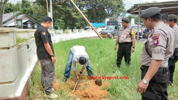 Polsek Kahayan Hilir Tanam 120 Pohon