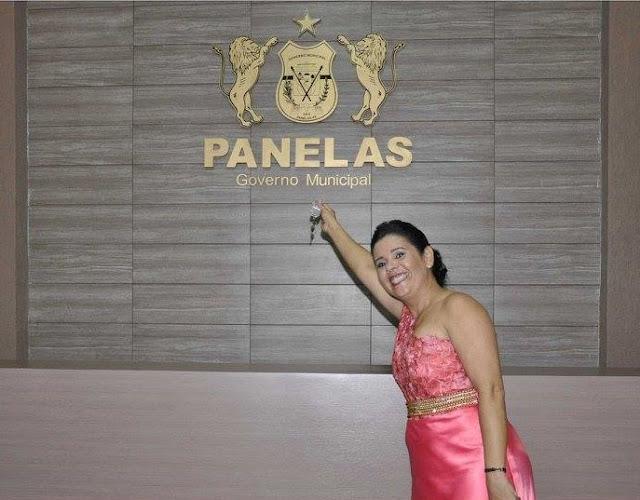 Prefeita Joelma Campos com a chave da prefeitura de Panelas-PE