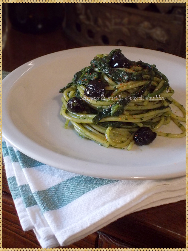 Spaghetti con cavoli spigarelli ed olive nere