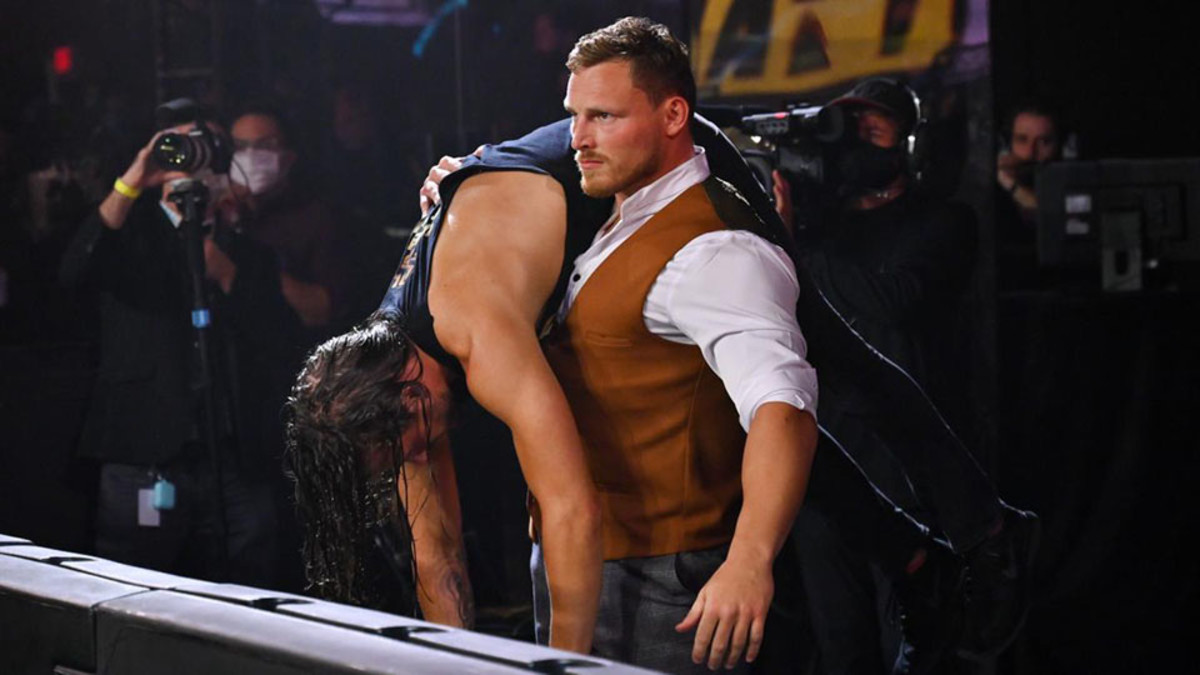 Ridge Holland pode ter sofrido séria lesão durante o WWE NXT desta noite