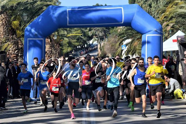 Εκατοντάδες αθλητές έτρεξαν με καλό καιρό στο Loutraki Run