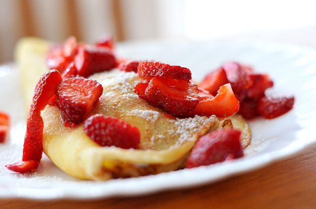 crêpes desserts Fitzgerald, fromage à la crème, fraises, kirsch,