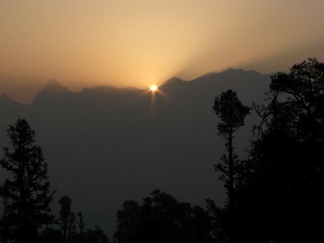 Sunrise at Dayara bugyal