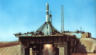 Il lancio della Vostok 1, che portò Gagarin in orbita.