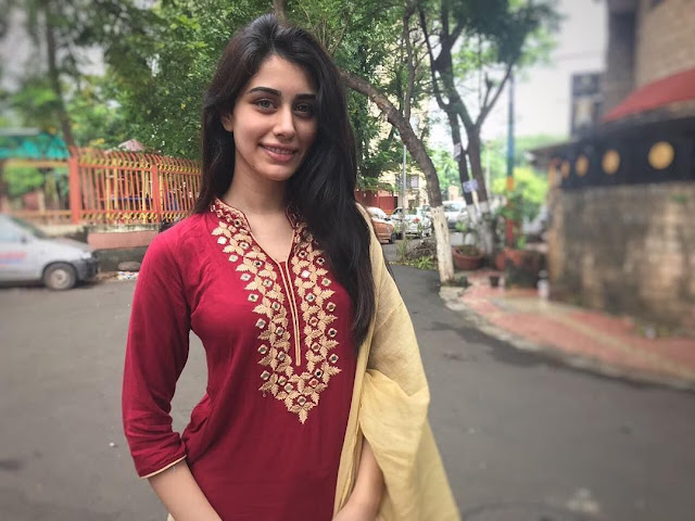 Warina Hussain Age, Boyfriend, Family, Career,Intrest & Facts