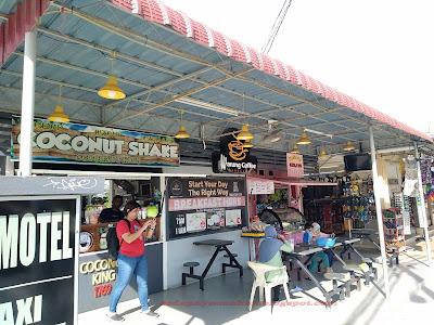 kiosk yang ada jual coconut shake dan ais krim
