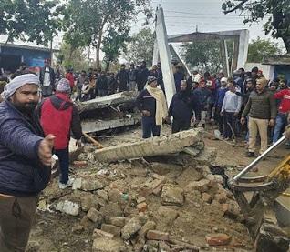 रिश्तेदार के दाह संस्कार के दौरान कब्रिस्तान की छत ढह गई, जिससे 18 की मौत हो गई