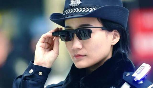 Buongiornolink - Gli agenti della polizia cinese usano gli occhiali intellgenti