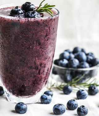 blueberry-smoothie-breakfast