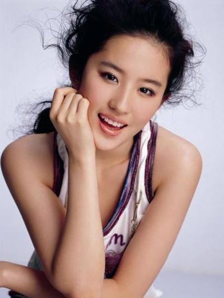 Yifei Liu: Beautiful Asian Artists