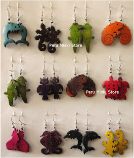 Earrings in coconut with animal shapes