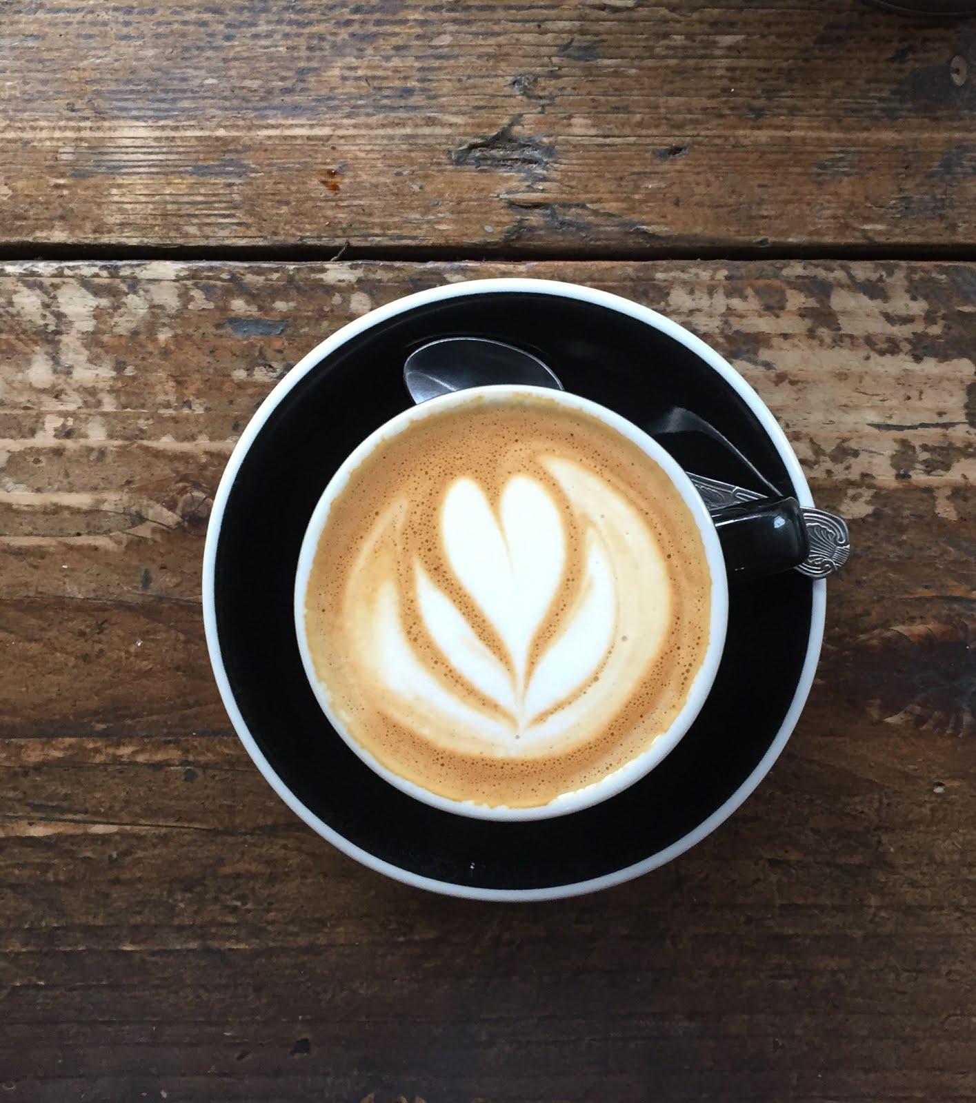 flat café au half cup de londres
