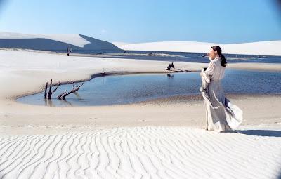 A atriz Fernanda Torres em cena do filme 'Casa de Areia' (Foto: Divulgação/Canal Curta!)