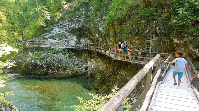 camper-nens-niños-eslovenia-nestcampers-ruta-vintgar