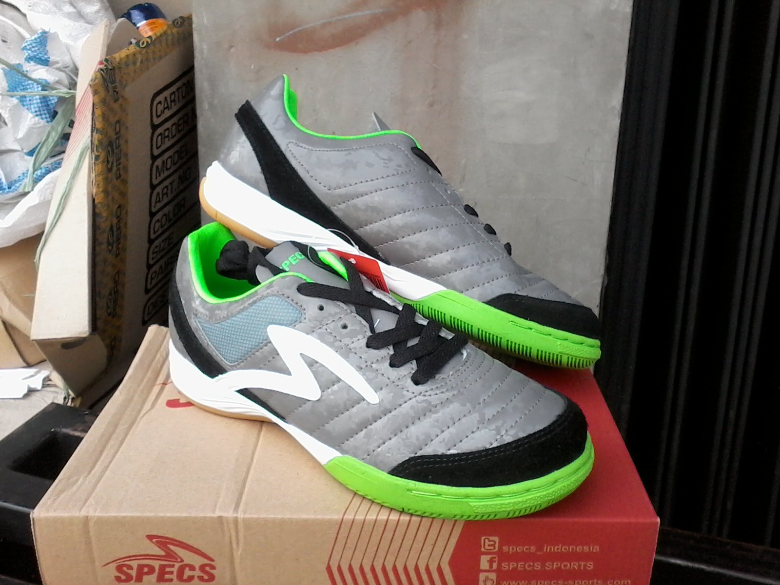 Jenis   Sepatu futsal street Ball Seri   Metasala Showtime Dark cool grey.  Ready Stock Size   39 d3427d7fec