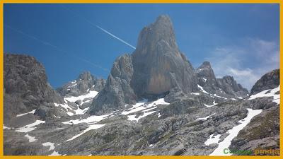 Vistas hacia el Naranjo de Bulnes en Picos de Europa